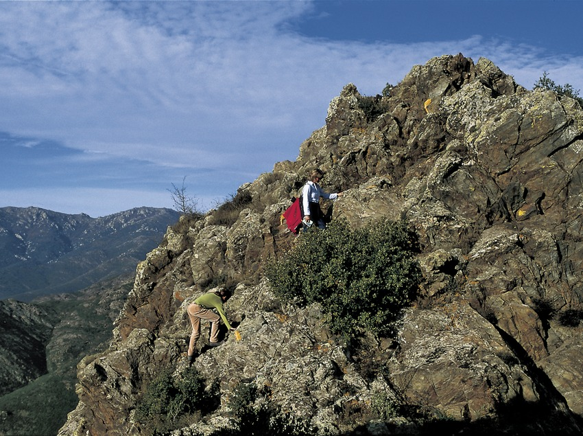 Randonneurs dans la sierra de l'Albera