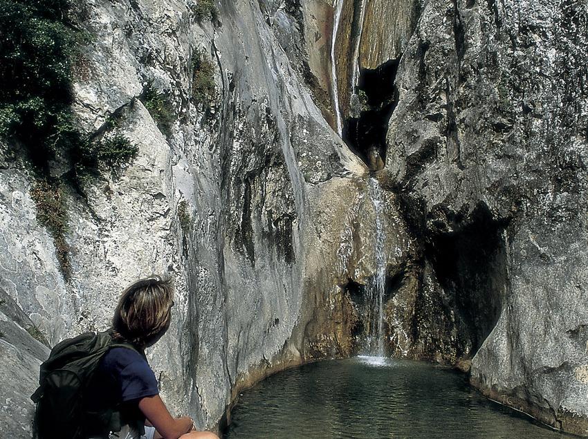 Salt del Brull a la Vall de Sant Aniol  (Turismo Verde S.L.)