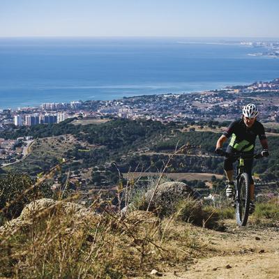 Ruta en bicicleta con vistas a Barcelona.