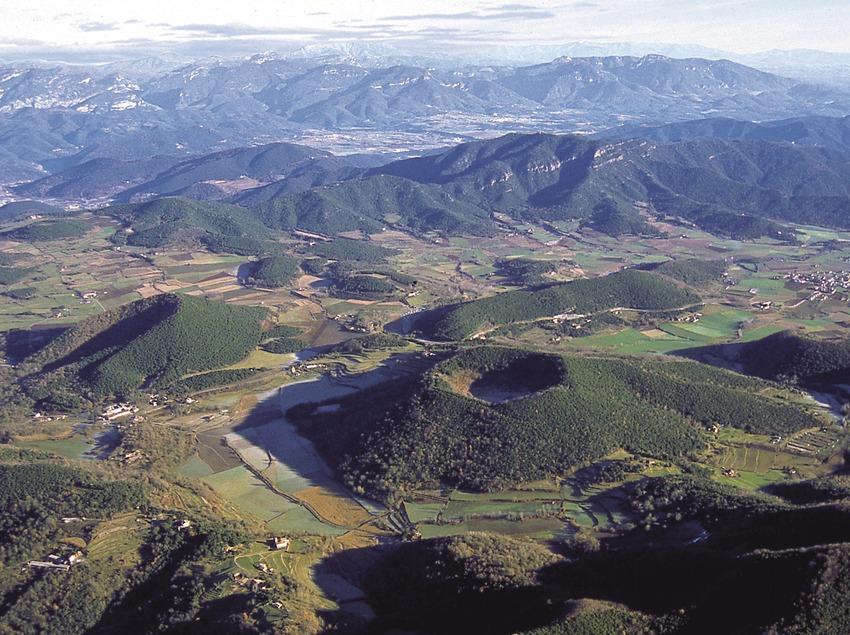 Vista aèria dels volcans de la Garrotxa.