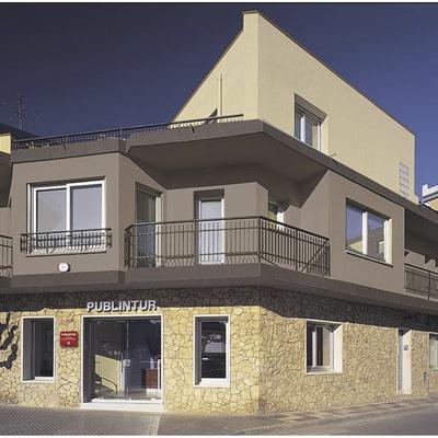 Edifici d'oficines de l'empresa Publintur, a Pineda de Mar.