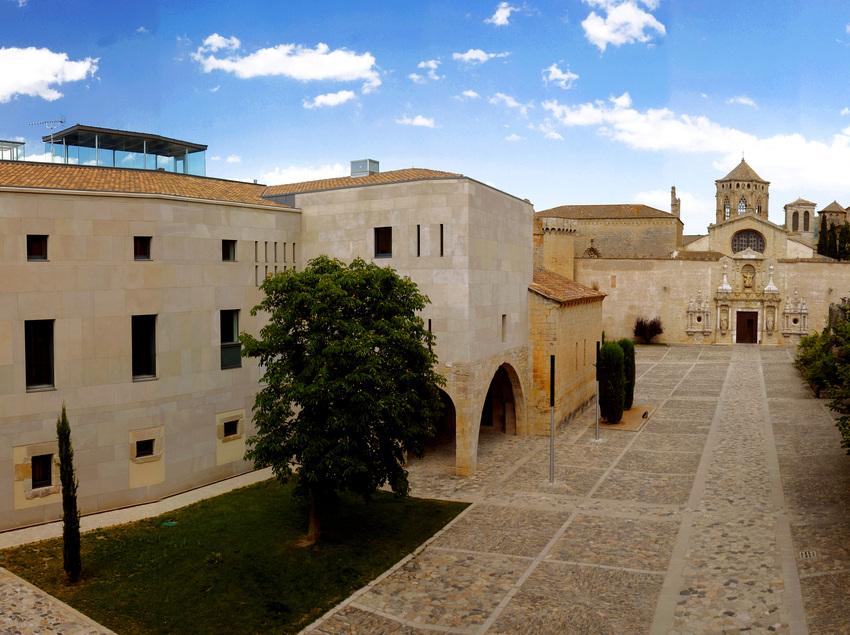 Entrada del monestir de Poblet. (Hostatgeria de Poblet)