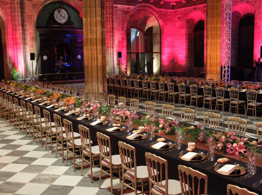 Mesa preparada para una cena de empresa organizada por +34 Spain DMC.