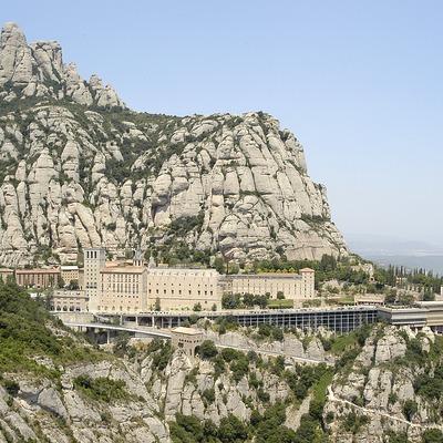 Vista de l'abadia de Montserrat des de l'ermita de Sant Miquel.