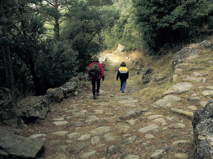 Wanderer auf dem Römerweg von Capsacosta