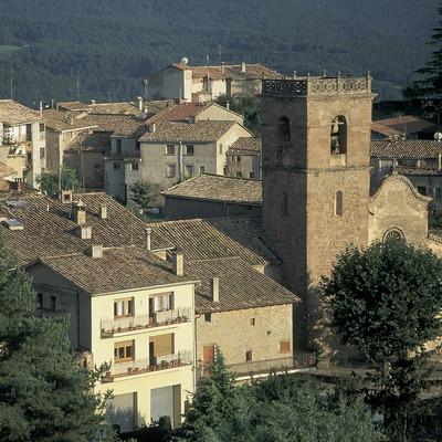 Vista parcial amb l'església parroquial de Santa Maria (s. XVIII)  (Servicios Editorials Georama)