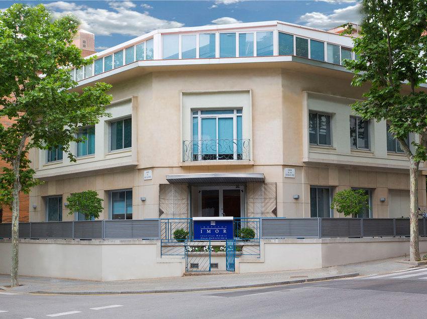 Façana de l'Institut Mèdic d'Onco-Radioteràpia (IMOR).