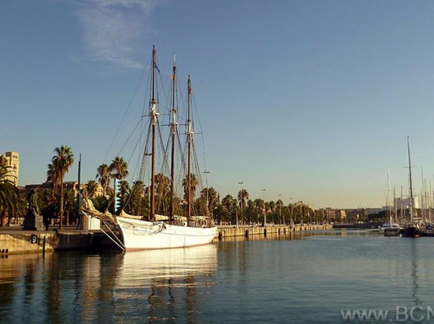 Barcos en el Port Vell, Barcelona.