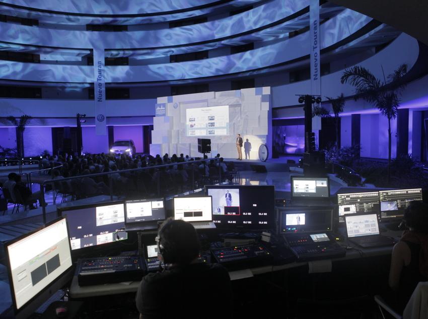 Conferència amb muntatge audiovisual.