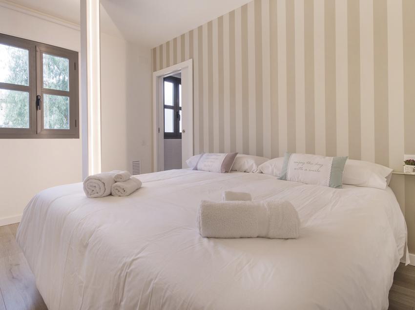 Interior de una habitación en una villa de lujo.