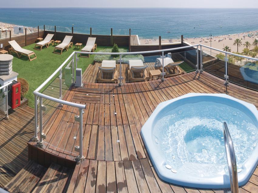 Terrassa superior amb vistes al mar.