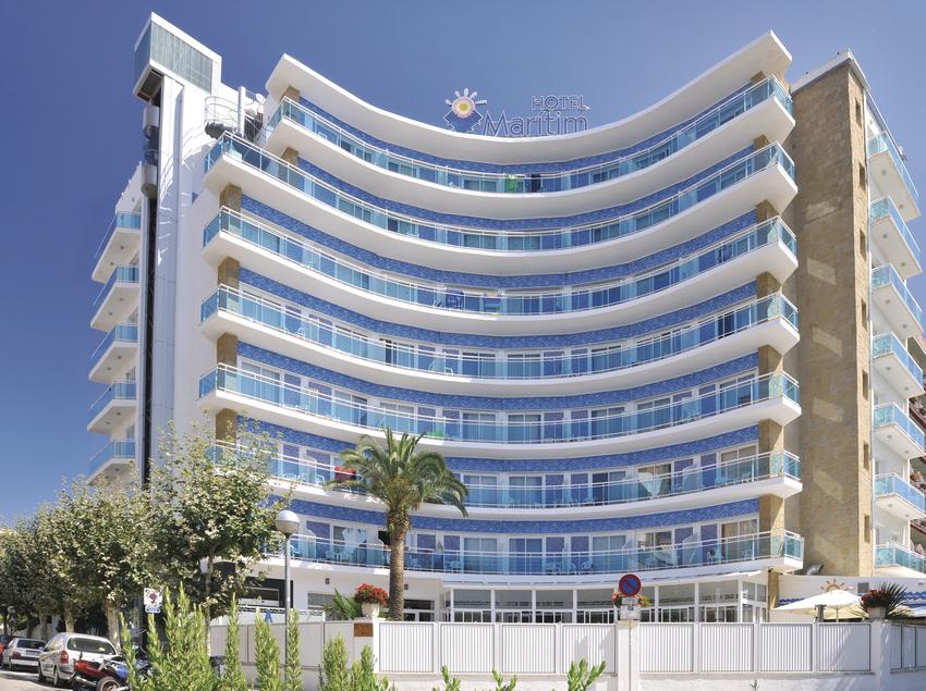 Façana principal de l'Hotel GHT Marítim.