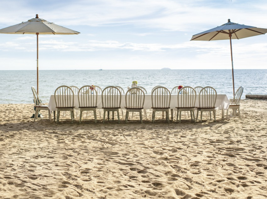 Taula parada a una platja de la Costa Brava