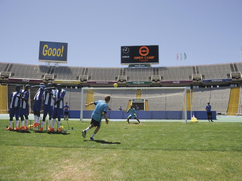Nens jugant a futbol.