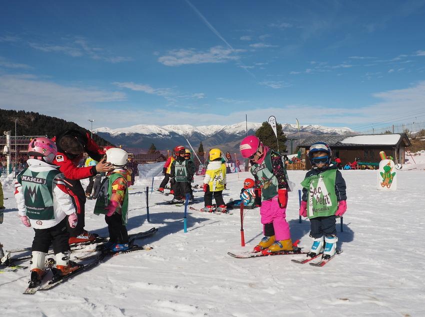 Curs d'esquí a l'estació de Masella.