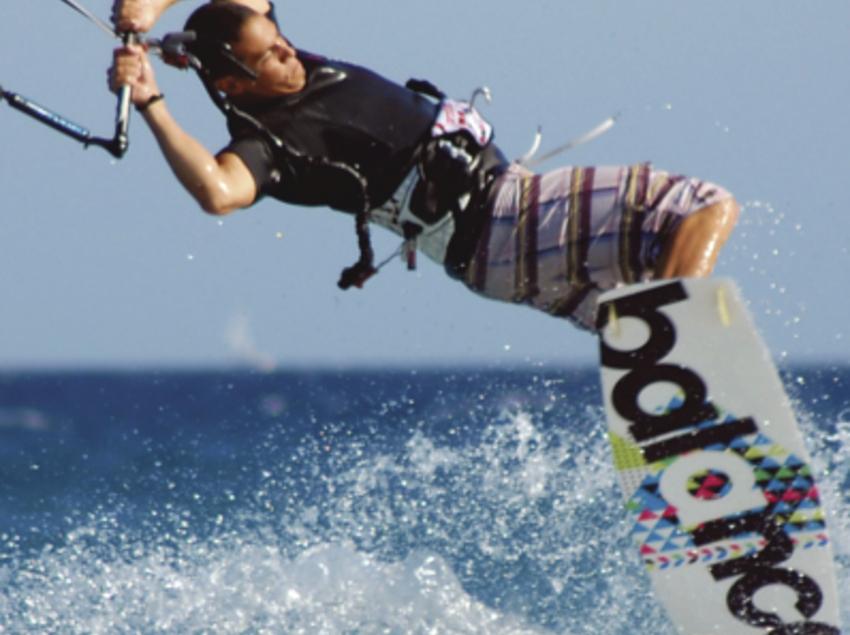 Desprèn adrenalina amb Kitesurf