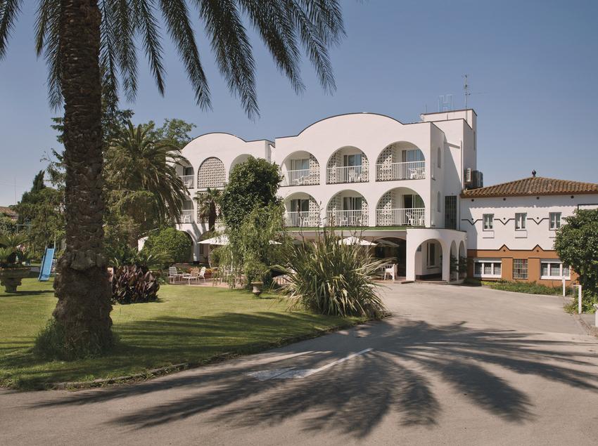 Vista general de l'hotel El Molí, a Sant Pere Pescador.