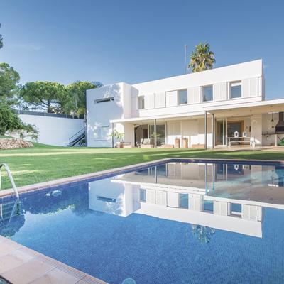 Casa moderna con piscina, cerca de la playa de Comarruga.