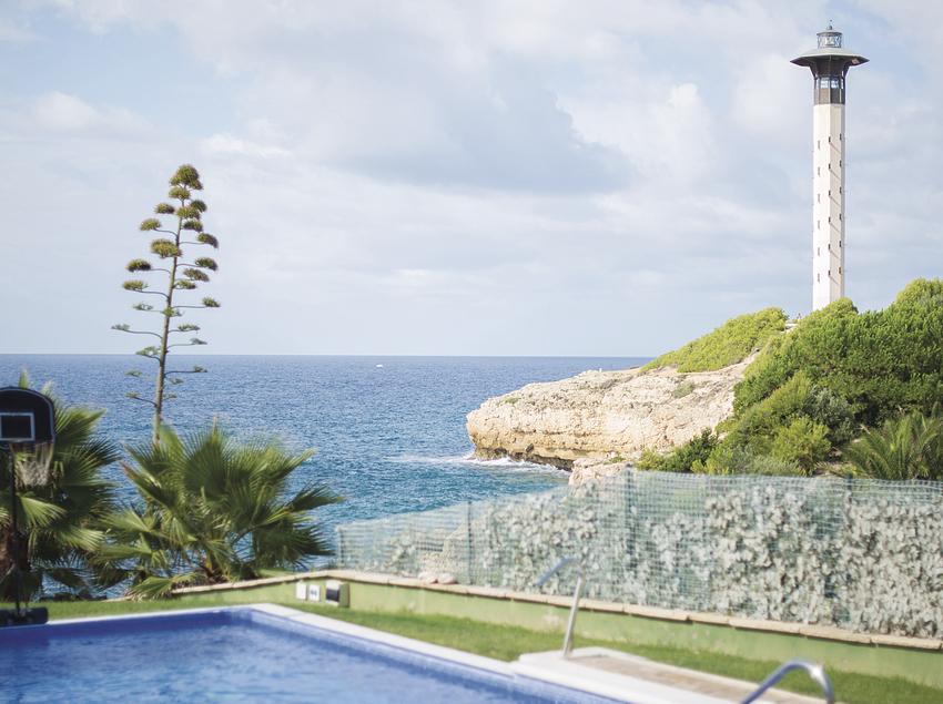 Casa de lujo en un acantilado, cerca de la playa de Torredembarra.