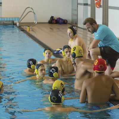 Entrenament a la piscina coberta de l'acadèmia BIWPA.