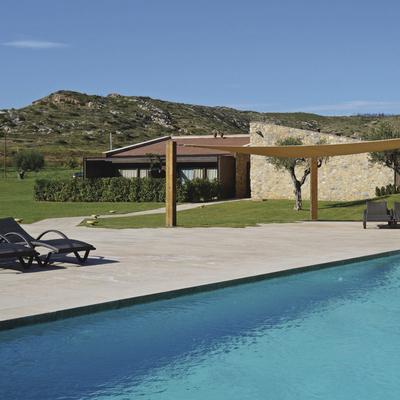 Vistes de la piscina del hotel el Molí