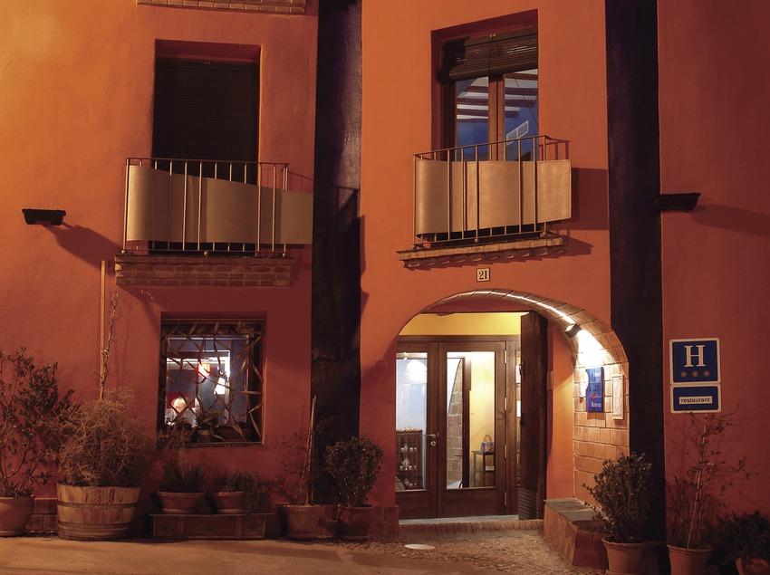 Façana de l'hotel Cal Llop.  (Tina Bagué)