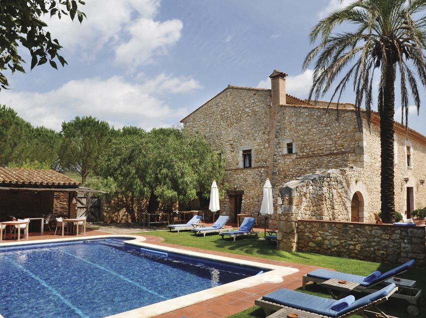 Piscina del hotel Mas Falgarona