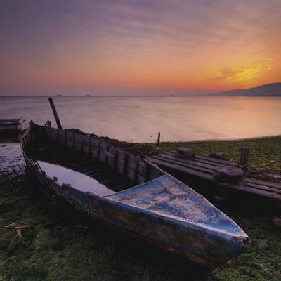 Barqueta abandonada a Poblenou del delta