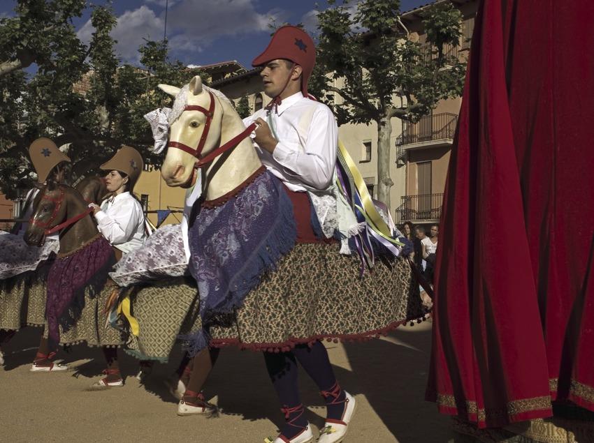 Danse des petits chevaux pendant la fête patronale  (Oriol Llauradó)