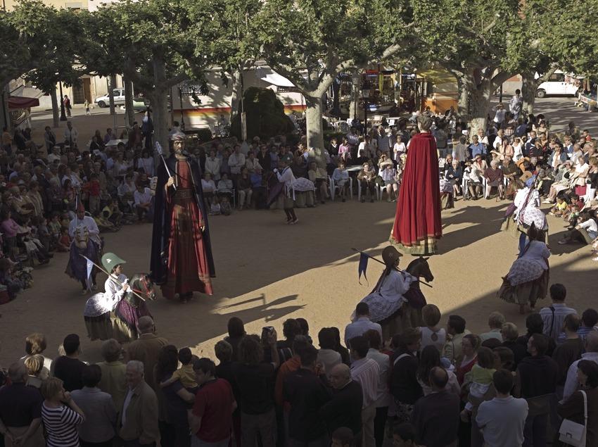 Danse des petits chevaux pendant la fête patronale.  (Oriol Llauradó)