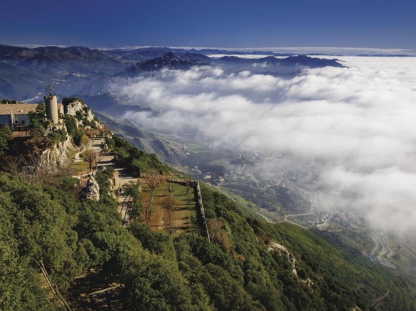 """El santuari de Queralt sovint se l'anomena com el """"Balcó de Catalunya"""" i no és estrany amb les vistes que té, s'albira bona part del país"""