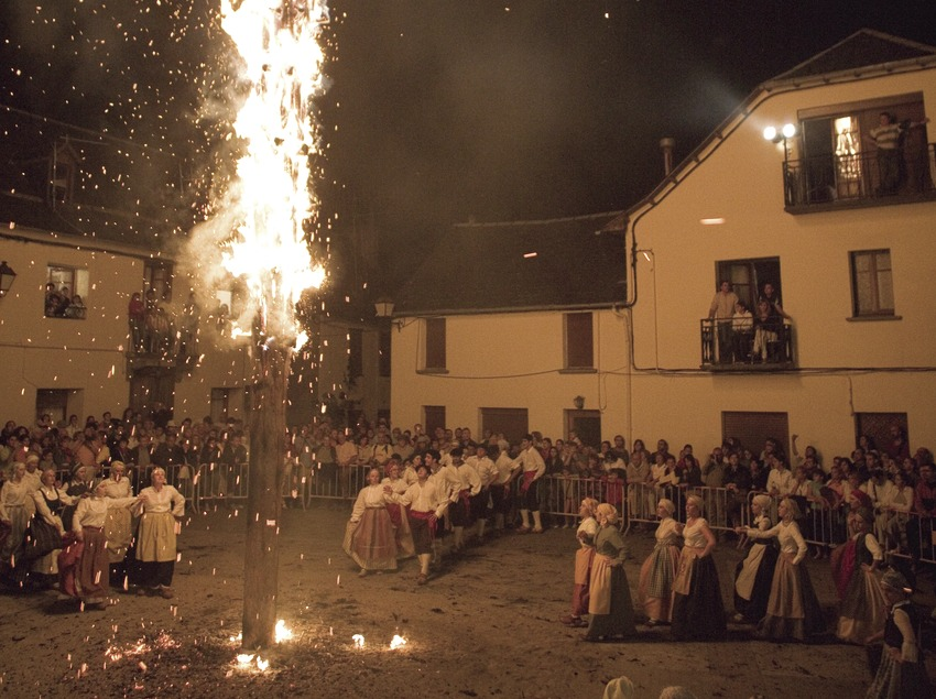 La Crema Deth Haro durante la noche de San Juan.  (Oriol Llauradó)