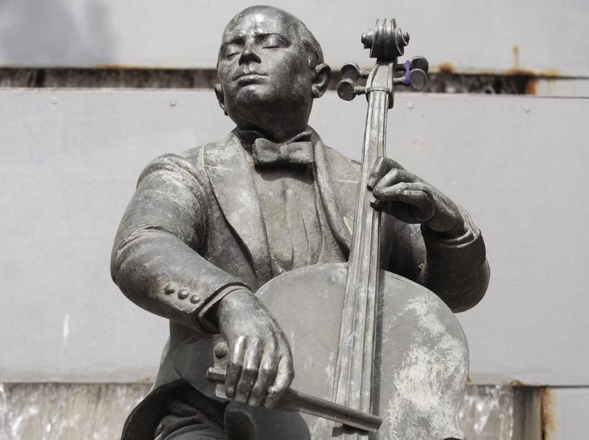 Statue of Pau Casals  (Nano Cañas)