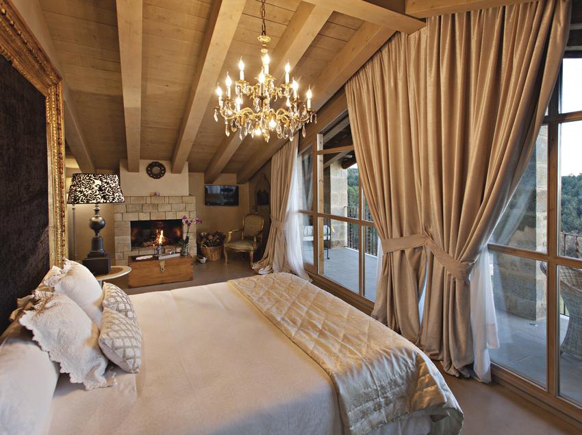 Habitació amb llar de foc de l'Hotel La Vella Farga