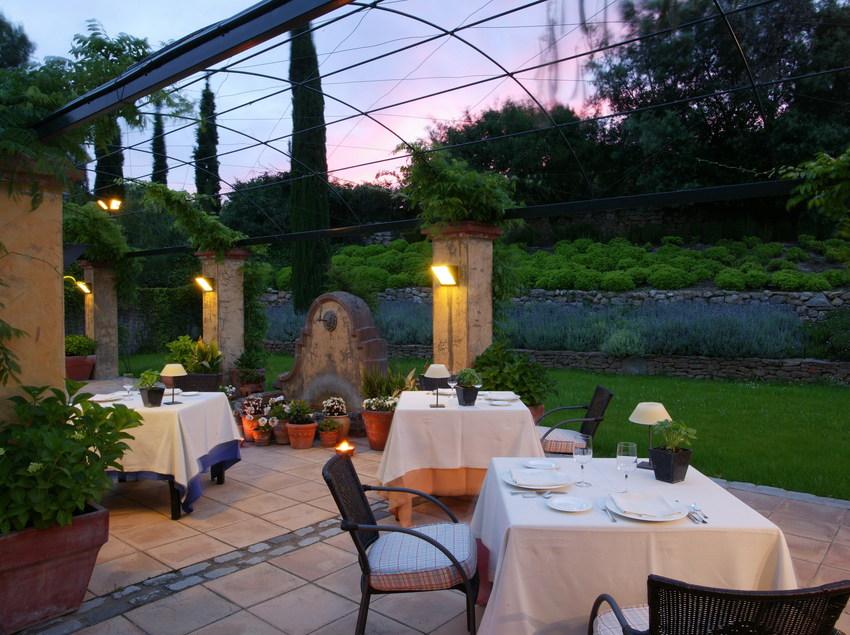 Restaurante en el jardín del Hotel Mas de Torrent
