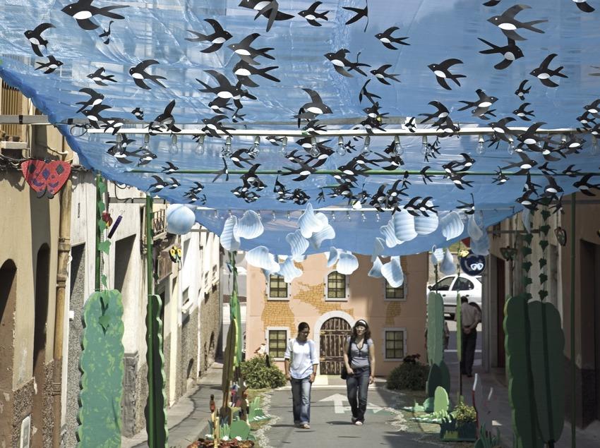 Guarniments de carrers per la festa de les Enramades. (Oriol Llauradó)