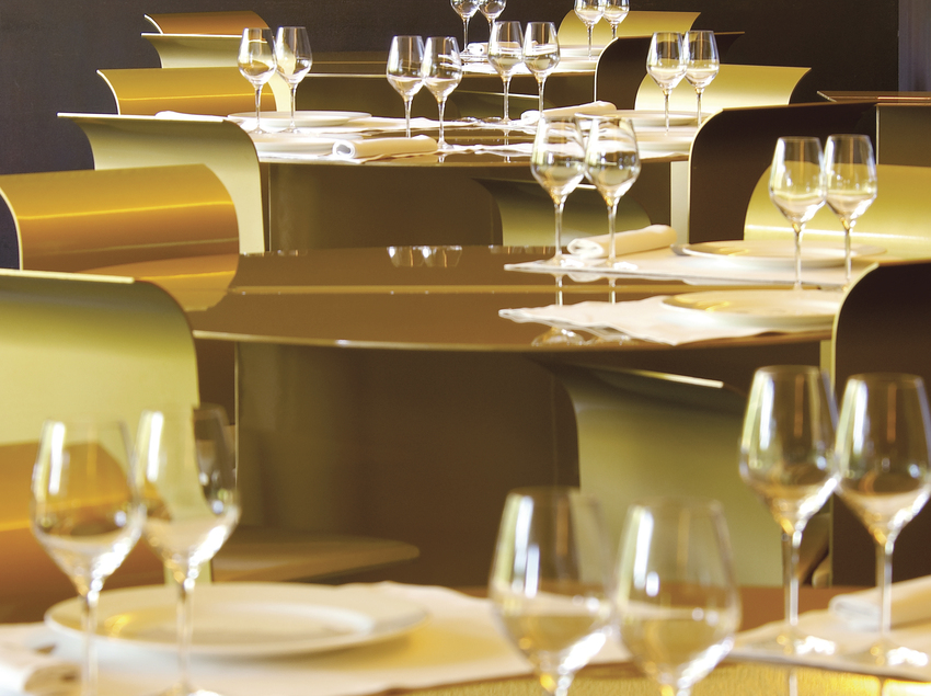 Taules preparades del Restaurant Les Cols