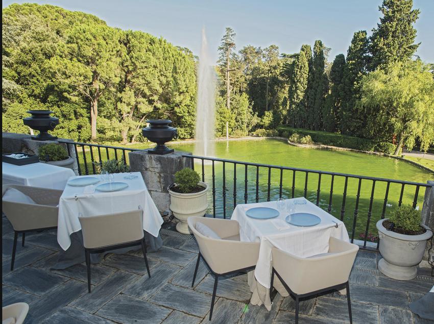 Terrassa del restaurant de l'Hotel Peralada Wine Spa & Golf