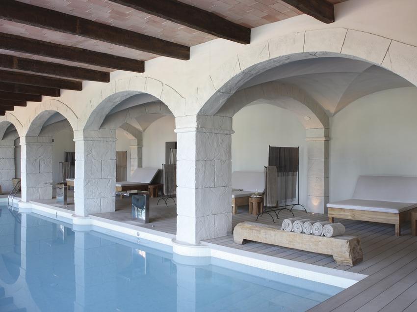 Piscina interior de l'Habitación del Hotel Peralada Wine Spa & Golf