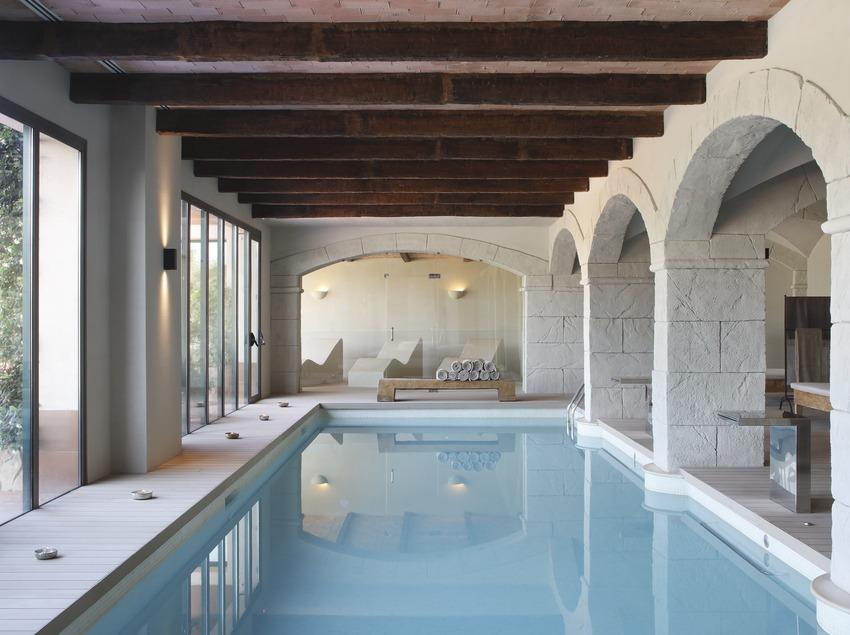 Piscina interior del Habitación del Hotel Peralada Wine Spa & Golf