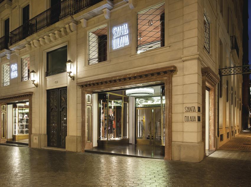 Vista del exterior de la tienda Santa Eulalia de Barcelona