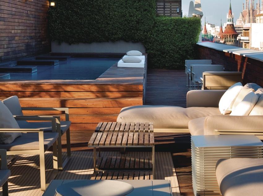 Terrassa amb piscina de l'Hotel Omm
