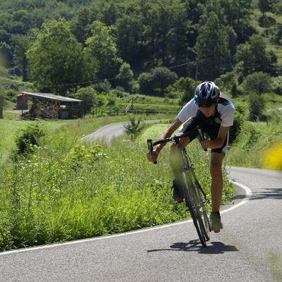 Ciclista en la carretera