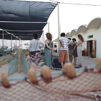 Grupo en el patio de redes
