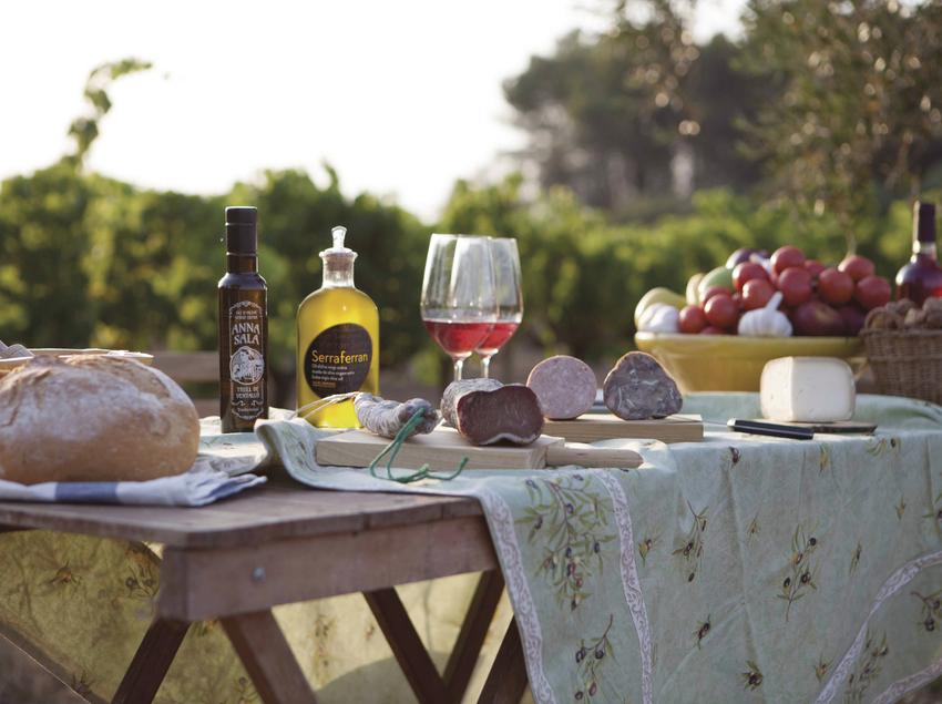 Desgustació d'oli i productes locals entre l'oliverar i la vinya