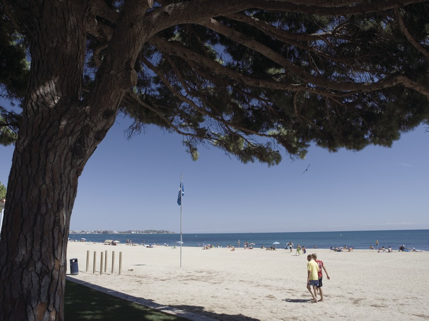 Strand am Ort.  (Nano Cañas)
