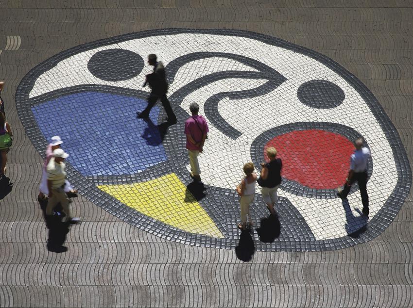 The Pla de l'ós mosaic (1976). Joan Miró. La Rambla boulevard