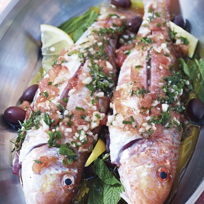 Preparación de un plato de pescado en el hotel Gran Claustre.