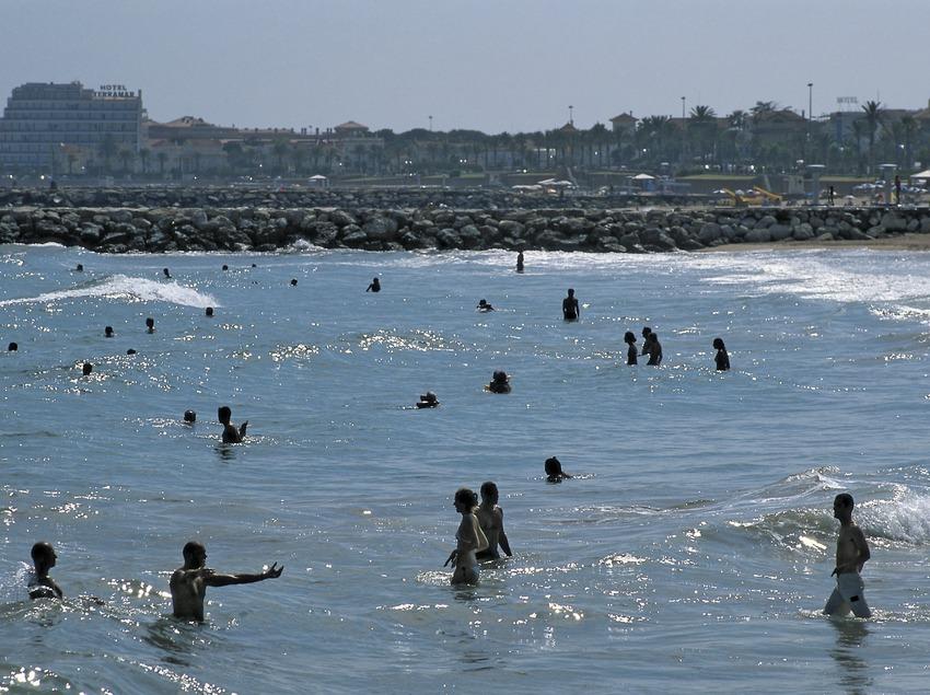 Badegäste am Strand (Oriol Llauradó)