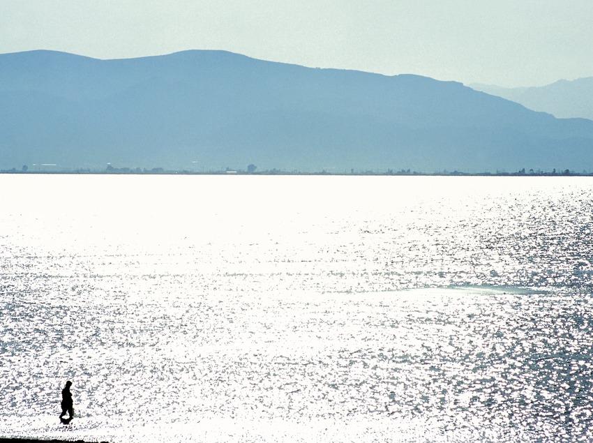 Купальщик в заливе Розеса (Oriol Llauradó)